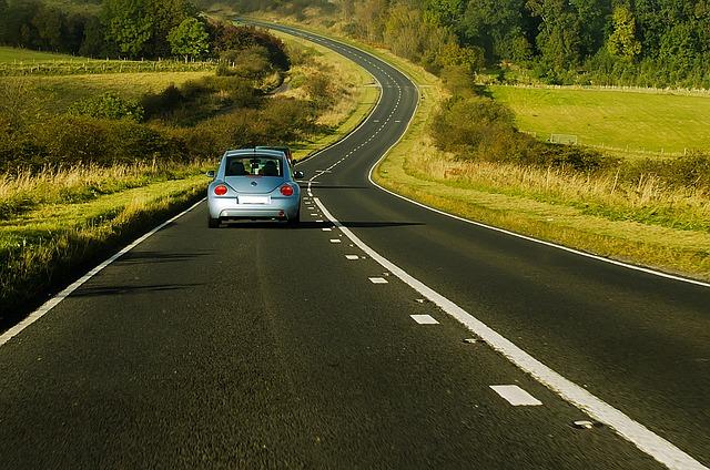 autíčko na silnici.jpg