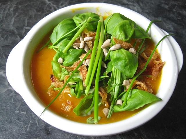 dýňová barevná polévka