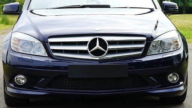 pohled na Mercedes zepředu