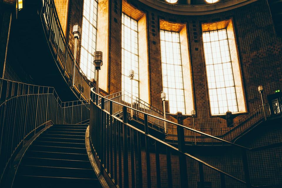 Mohou být točité schody nebezpečné?